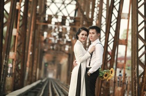 Cầu Long Biên - chứng nhân cho tình yêu vĩnh hằng của đôi lứa. Ảnh minh họa