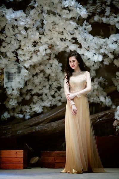Áo dài màu nude mang vẻ gợi cảm, trang nhã và cổ điển cho cô dâu. Ảnh minh họa.