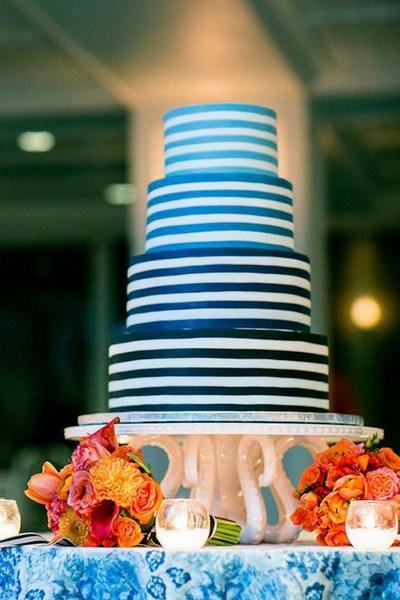 Bánh cưới hoa sang trọng, lộng lẫy thu hút sự chú ý của khách mời. Ảnh minh họa