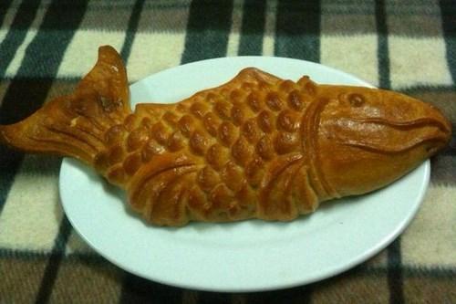 Bánh trung thu hình dạnh con cá truyền thống vẫn được nhiều khách hàng chọn lựa