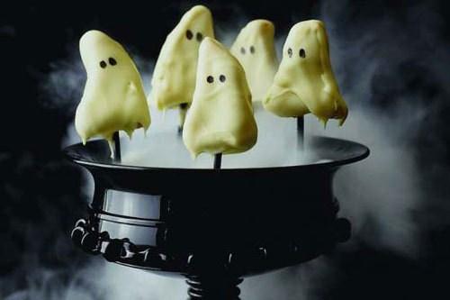 Bánh chanh ma quái được làm từ bánh bông lan. Ảnh minh họa