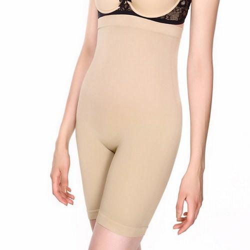 Mặc đồ gen toàn thân sẽ giúp cô dâu bụng bầu tôn lên những đường cong quyến rũ. Ảnh minh họa