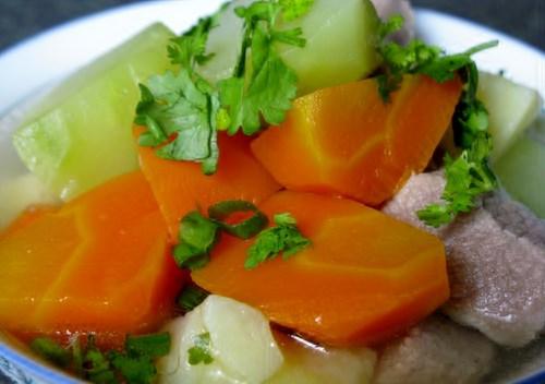 Cà rốt kết hợp với rượu tạo ra độc tố trong gan. Ảnh minh họa