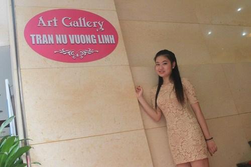 Cô gái trẻ Trần Nữ Vương Linh đã từng tổ chức nhiều triển lãm nghệ thuật nhằm mục đích từ thiện. Ảnh NVCC