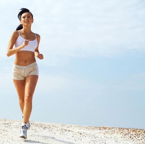 Tập thể dục đều đặn giúp các nàng có vóc dáng cân đối hơn trong ngày trọng đại. Ảnh minh họa