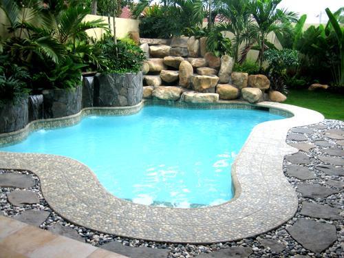 Trang trí hồ bơi cần hợp lý với tổng thể ngôi nhà. Ảnh minh họa