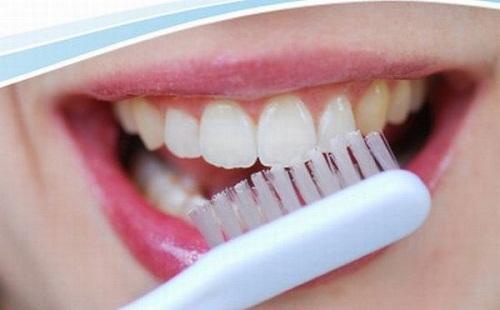Điều quan trọng nhất là phải vệ sinh răng miệng thật tốt