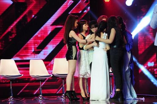 8 thí sinh hạng mục Nữ dưới 25 tuổi cạnh tranh trên sân khấu Nhân tố bí ẩn.