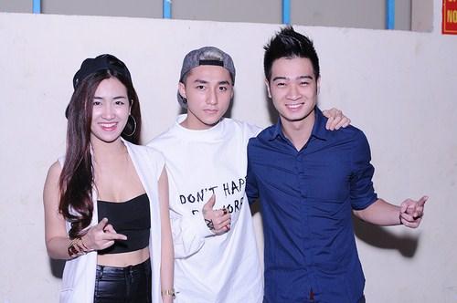 The Remix công bố Sơn Tùng MTP tham gia và báo hoãn hợp tác với Hoàng Thùy Linh