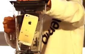 Cận cảnh xay iPhone 5S trong clip.