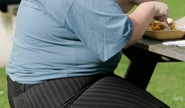 Lượng cholesterol cao trong đồ ăn nhanh cũng là nguyên nhân gây ra các bệnh về tim