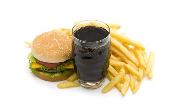 Lượng cholesterol cao trong đồ ăn nhanh khiến gan bị tổn thương lâu dài và nghiêm trọng