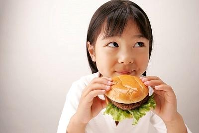 Đồ ăn nhanh làm giảm trí thông minh của trẻ 2