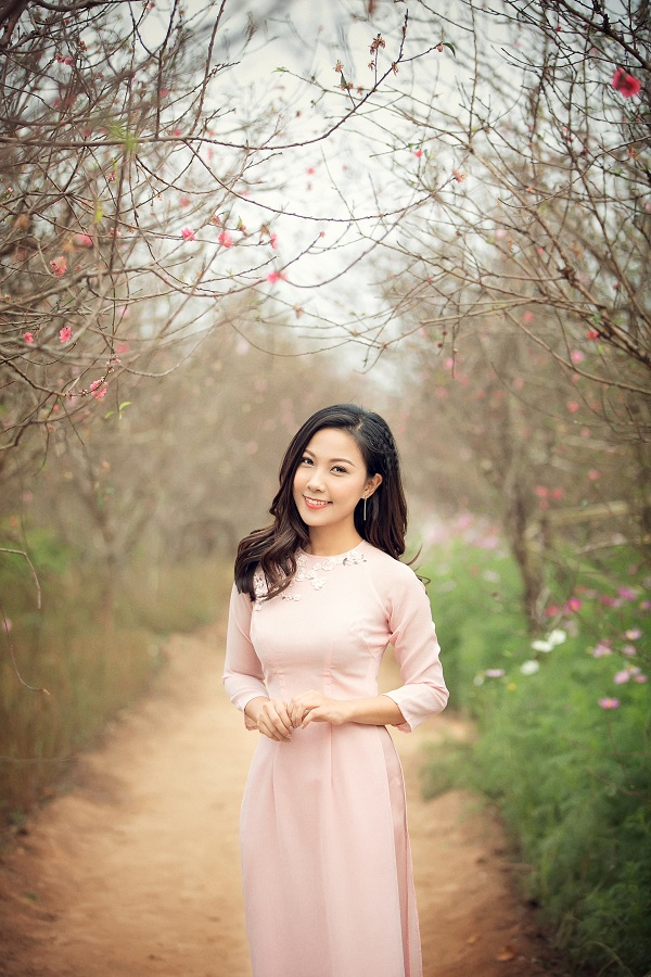 BTV Dự báo thời tiết diện áo dài xinh như 'hoa hậu'