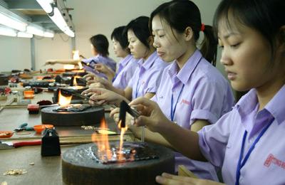 Đọc báo mới nhất hôm nay ngày 27/11: Quốc hội xem xét tăng mức chi người bị tai nạn lao động