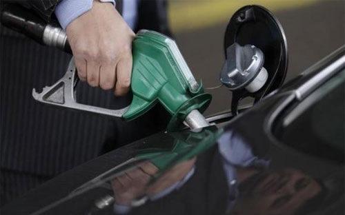 Tin tức mới cập nhật hôm nay đưa tin Giá dầu giảm xuống thấp nhất 6 năm