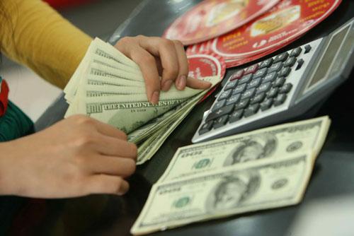 Đọc báo mới nhất ngày hôm nay 19/11: Giá USD ngân hàng tăng đột biến