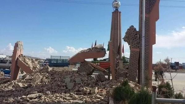 Hàng trăm ngôi nhà bị phá hủy, gây ra tình trạng vô cùng khó khăn cho người dân địa phương khi thời tiết mùa đông tràn về.