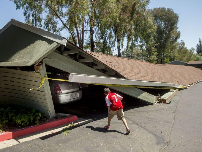 Hàng ngàn ngôi nhà bị hư hại