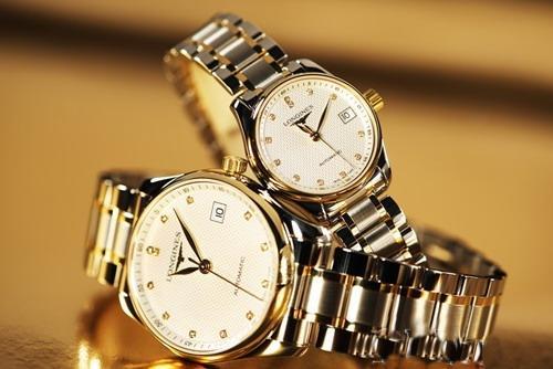 Đồng hồ cặp Mingjiang là một trong số những mẫu đồng hồ được xem là kiệt tác của Longines với thiết kế sang trọng và thanh lịch cùng 12 viên kim cương tỏa sáng tại mỗi múi giờ