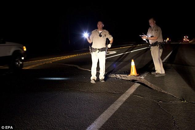 Trận động đất tại Mỹ khiến nhiều công trình giao thông bị phá hủy