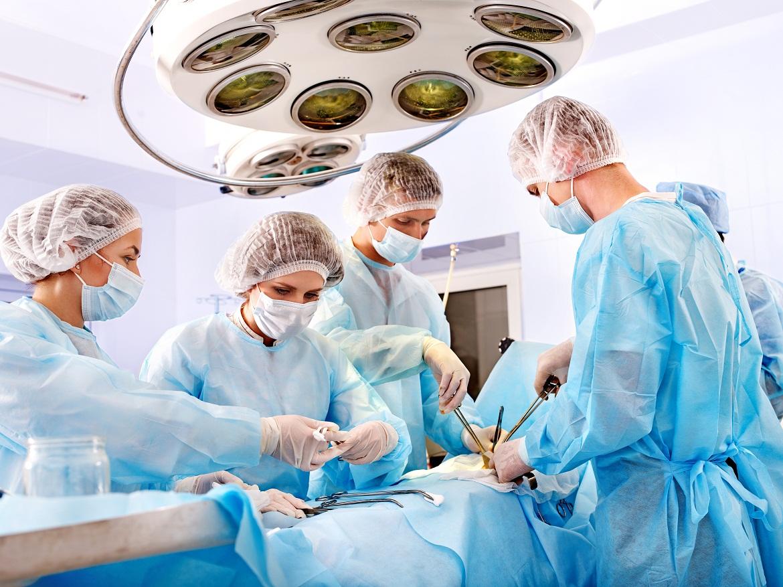 Tiền sử đột quỵ làm tăng nguy cơ biến chứng phẫu thuật