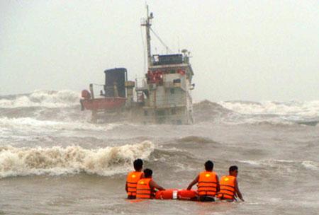Dự báo thời tiết hôm nay, biển động mạnh do ảnh hưởng của cơn bão số 5