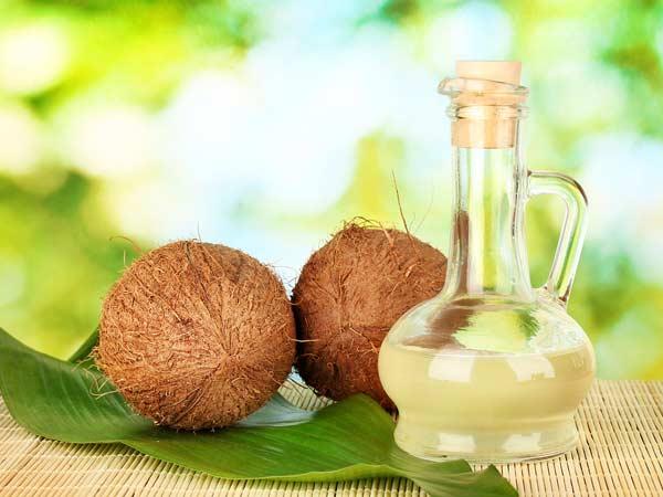 Nước dừa giúp da căng bóng, mịn màng