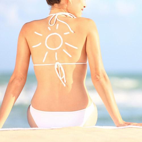 Sử dụng kem chống nắng là một trong những bước quan trọng trong việc dưỡng da