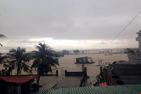 Nước lũ lên tại phường Quảng Thuận (thị xã Ba Đồn). Ảnh: pháp luật TP. Hồ Chí Minh