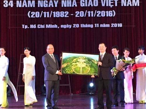 Thủ tướng Nguyễn Xuân Phúc thăm trường Đại học Quốc gia TP HCM