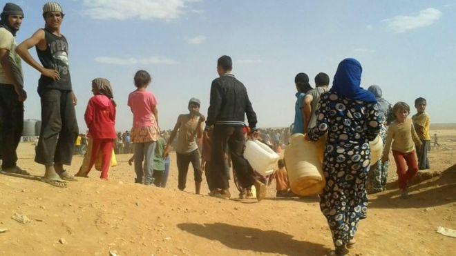 Chiến sự Syria: Những người tị nạn Syria ở biên giới Jordan ở đây chủ yếu là phụ nữ và trẻ em. Ảnh: AP