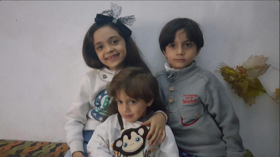 Chiến sự Syria: Cô bé Bana Alabed 7 tuổi cùng hai em trai trong bức ảnh đăng trên tài khoản Twitter của em