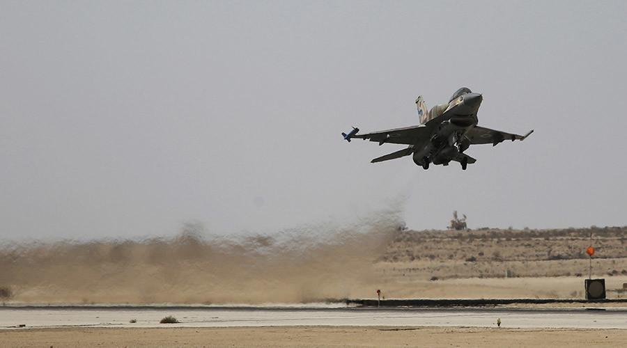Chiến sự Syria: Một chiến đấu cơ F-16 của Israel xuất kích từ căn cứ không quân Ramon. Ảnh: Reuters