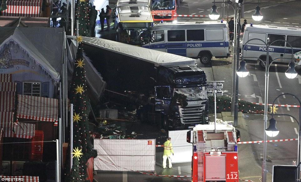 Cảnh sát Berlin đang kêu gọi người dân địa phương ở trong nhà để đảm bảo an toàn.