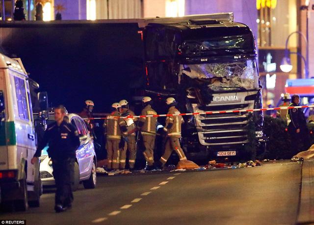 Các nạn nhân vụ khủng bố ở Đức nhanh chóng được đưa đến bệnh viện để cứu chữa. Ảnh: Reuters
