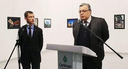 Đại sứ Nga phát biểu tại buổi triển lãm trước khi bị ám sát