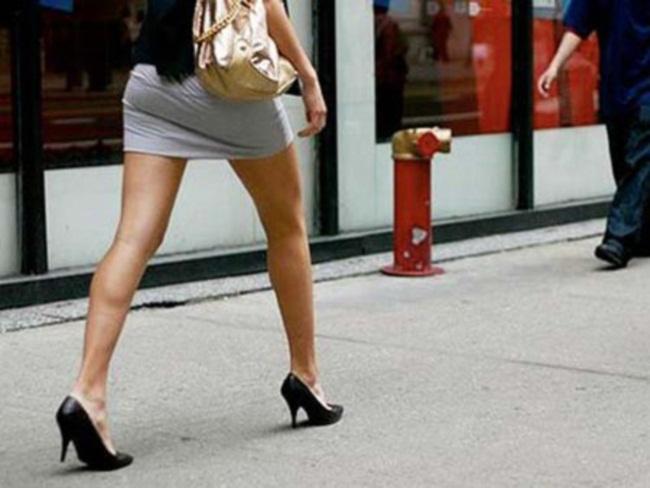 Tranh cãi xung quanh quy định công chức không xăm hình, váy ngắn. Ảnh minh họa