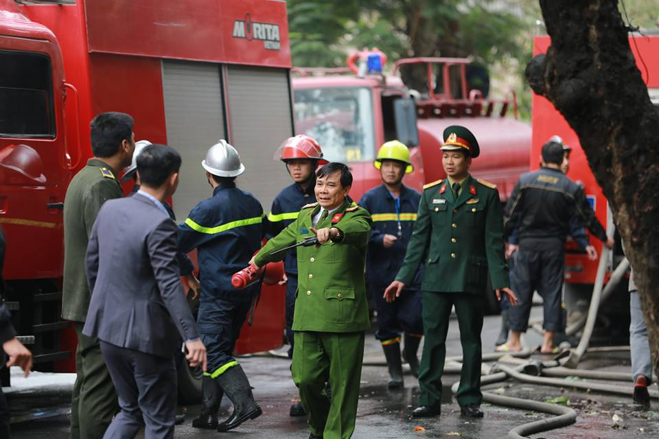 Cháy lớn ở Phùng Hưng: Khói đen bao trùm cả một vùng trời