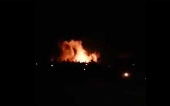 Chiến sự Syria: Khói lửa tại sân bay quân đội ở phía tây thủ đô Damascus. Ảnh: Telegraph