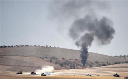 Cột khói bốc lên sau một vụ tấn công ở Syria. Ảnh minh họa: PressTV