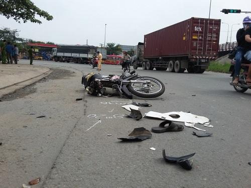Tai nạn giao thông ngày 14/1: Người đàn ông bị xe tải kéo lê 50m, tử vong tại chỗ