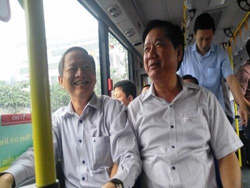 Bí thư Đinh La Thăng đi xe buýt mới từ sân bay Tân Sơn Nhất