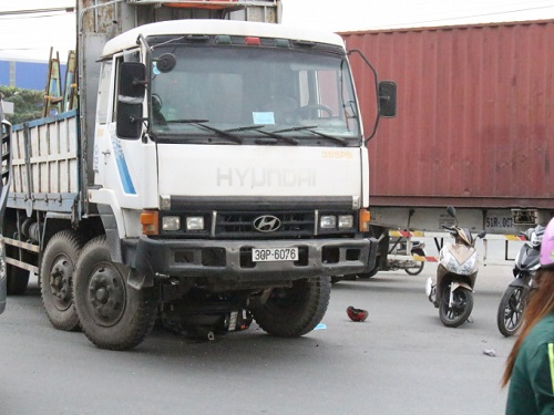 tai nạn giao thông nghiêm trọng ngày 15/1: Xe máy gãy đôi, người đàn ông nguy kịch