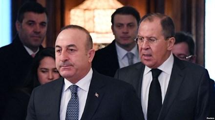 Ngoại trưởng Thổ Nhĩ Kỳ Cavusoglu và Ngoại trưởng Nga Sergei Lavrov.
