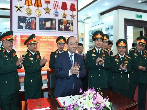 Thủ tướng kiểm tra công tác sẵn sàng chiến đấu của Tổng cục Tình báo dịp Tết