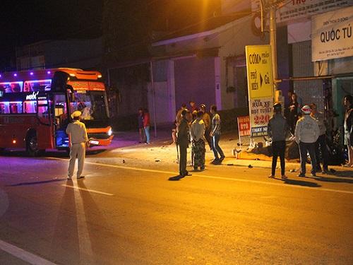 tai nạn giao thông ngày 14/2: Bị xe bán tải đâm, vợ tử vong, chồng nguy kịch