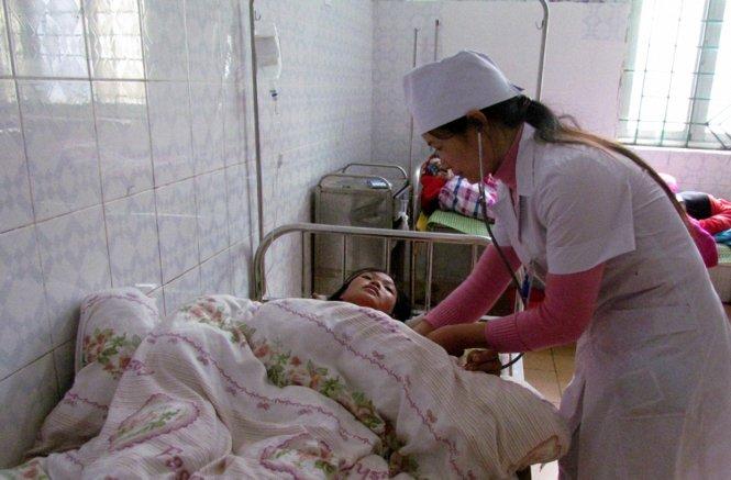 Các bệnh nhân vụ ngộ độc ở Lai Châu vẫn đang được điều trị tại bệnh viện. Ảnh: Tuổi trẻ