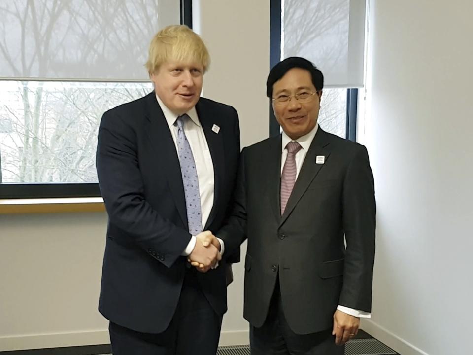Phó Thủ tướng, Bộ trưởng Ngoại giao Phạm Bình Minh gặp Bộ trưởng Ngoại giao Anh Boris Johnson. Ảnh: TTXVN