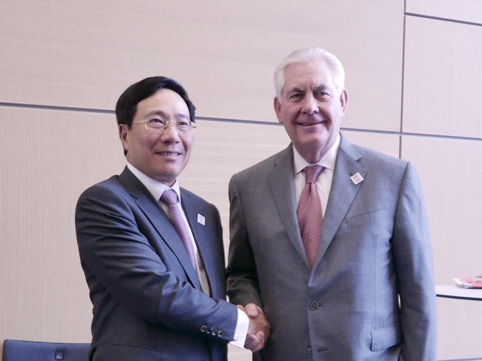 Phó Thủ tướng, Bộ trưởng Ngoại giao Phạm Bình Minh và Bộ trưởng Ngoại giao Hoa Kỳ Rex Tillerson. Ảnh: Thế giới & Việt Nam